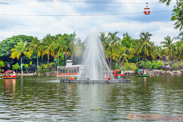 Пруд с лодочками в Dream World в Бангкоке